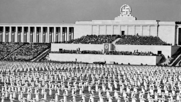 Арената на Хитлер се разпада