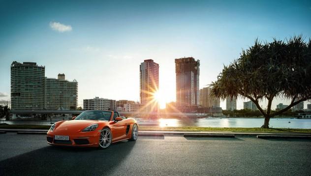 Новият Porsche 718 връща радостта от шофирането