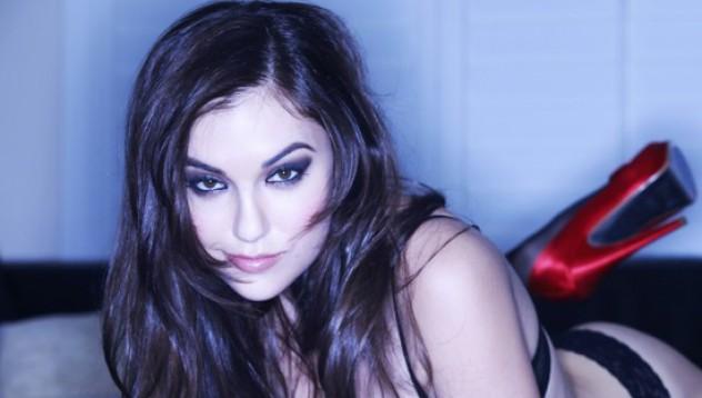 Порно звезди дават съвети за онлайн запознанствата