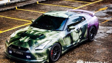 Суперавтомобили в кожата на супергерои