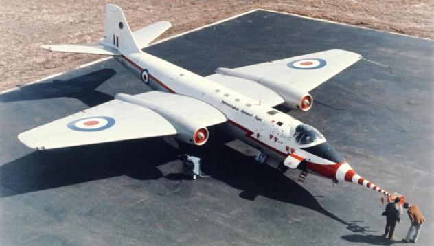Защо NASA използва 70-годишни самолети