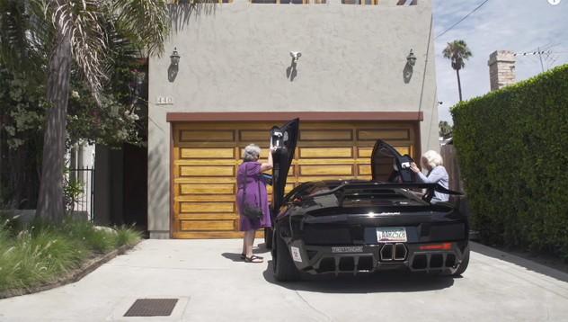 Две баби и едно Lamborghini