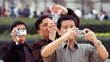 Най-ужасните туристи:китайци на шведска маса