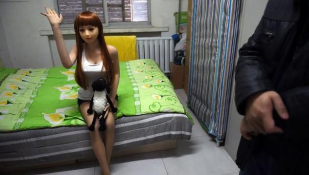 Китайските мъже си купуват кукли, за да не изневеряват