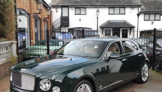Кралският Bentley се продава
