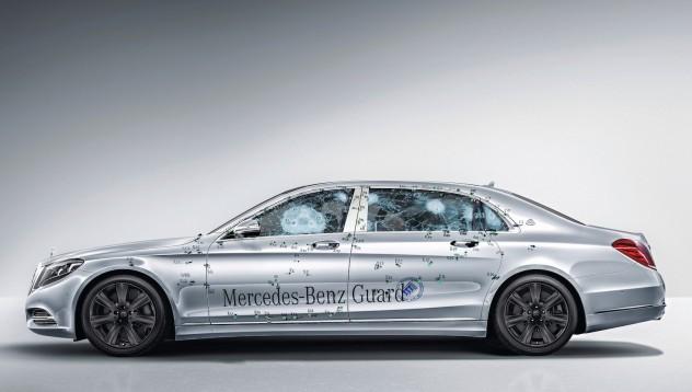 Mercedes-Benz представя бронирана лимузина след престрелка