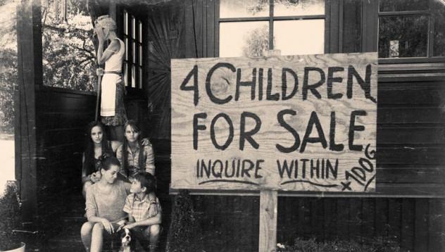 Майка продава детето си във фейсбук