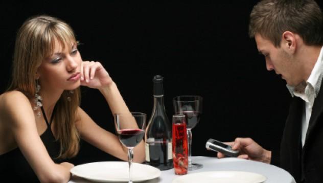Жена се престори на болна, за да избяга от първа среща