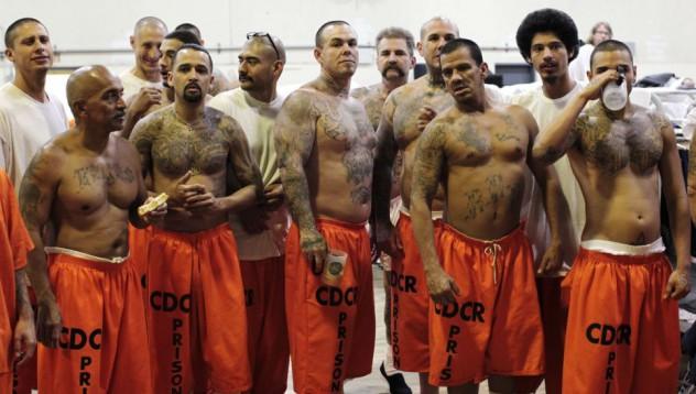 Затворници победиха студенти в дебат