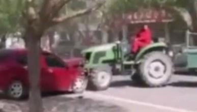 Китайски фермер мина през грешно паркирана кола