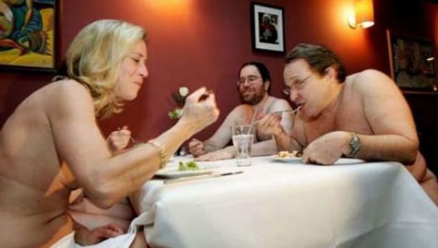 Първи нудистки ресторант