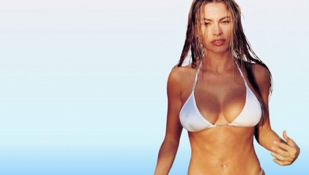 София Вергера се щракна пред басейна