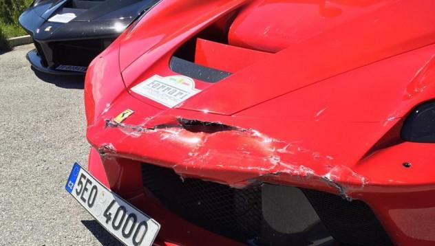 Шофьор на LaFerrari кихна и стана по-беден
