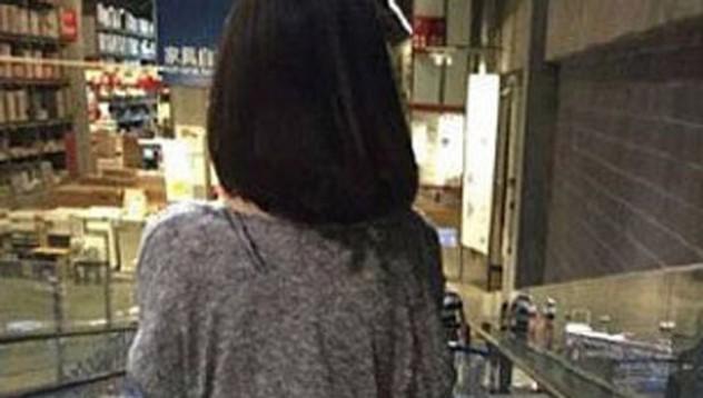 Китайска се разходи гола в IKEA