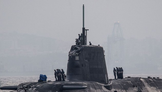 Атомна подводница се сблъска с танкер