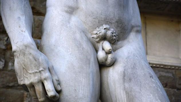 Защо всички статуи са с малки пениси