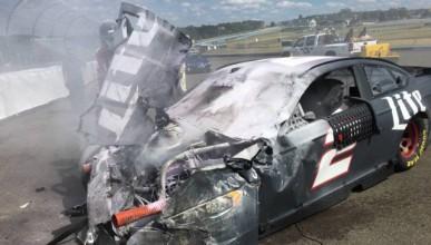 NASCAR демонстрира здравината на колите си