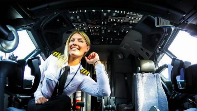 Има пилот в самолета