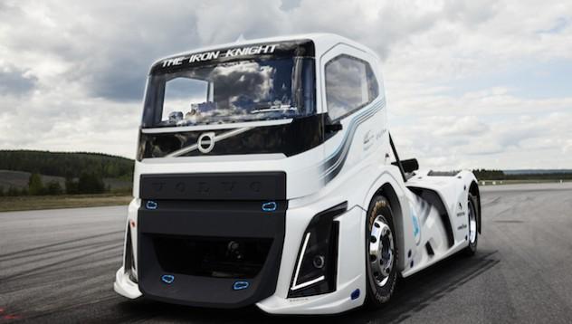 Iron Knight е най-бързият камион в света