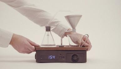 Тази кафе машина ще ви събуди с чаша горещо кафе