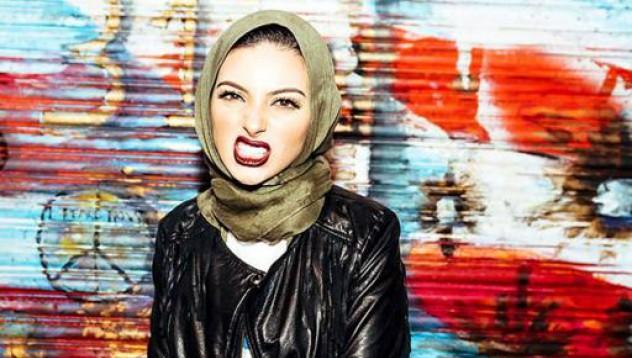 Жена с хиджаб на корицата на Playboy
