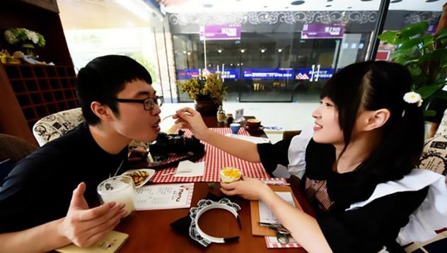 В китайско заведение ви хранят с лъжичка