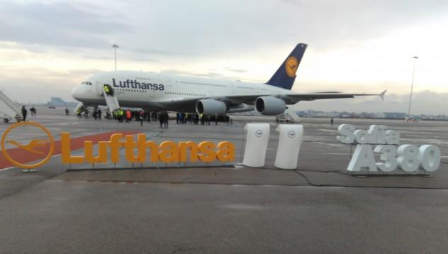 Как изглежда най-големият пътнически самолет отвътре