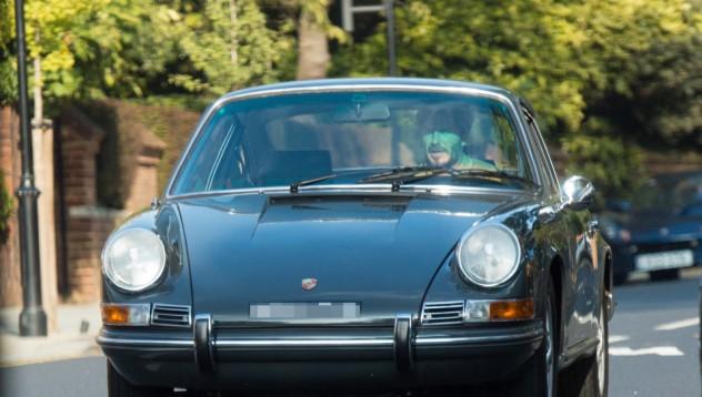 Бекъм разходи Porsche с история