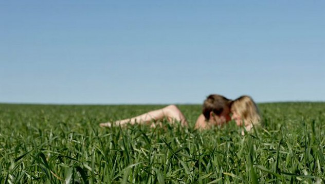 Двойка отказа да спре секса посред бял ден