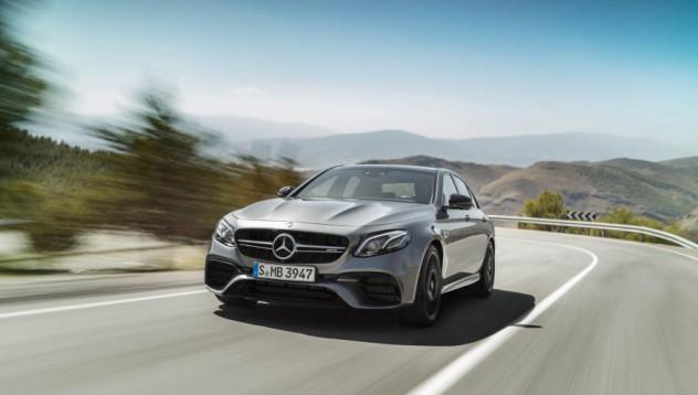 Mercedes-Benz E-Class AMG с Drift бутон