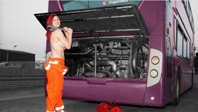 Автобусна компания съблече служителките