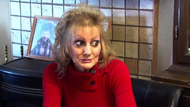 Жена била нападната от демон в дресинг за салата
