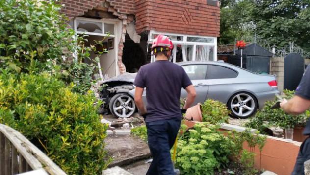 Шофьор потроши чисто ново BMW за по-малко от минута
