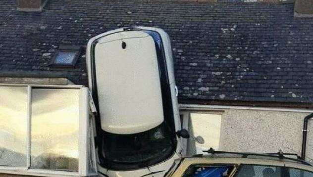 Жена успя да полети с автомобила си