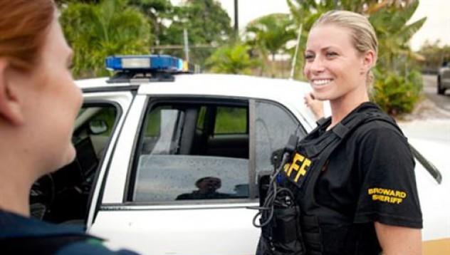 Отстраниха две полицайки за интимност на работното място