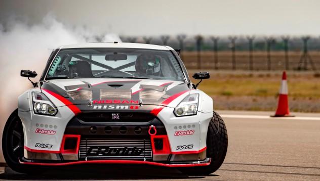 Nissan поставиха световен рекорд по дрифт