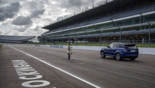 Land Rover ускорява до 100 км/ч на всяка повърхност