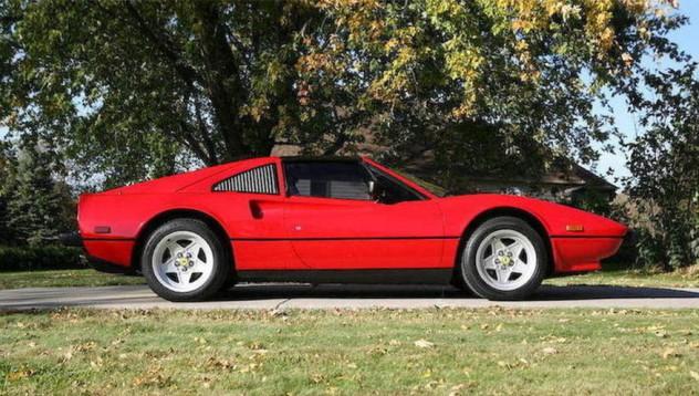 Продадоха Ferrari-то на Magnum P.I.