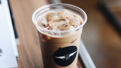Кафе с джин и тоник