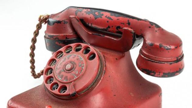 Продадоха червеният телефон на Хитлер