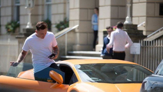 Богаташ не спира да паркира на мястото на кмета