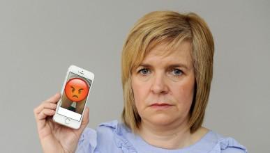 Продават мобилни телефони със снимки на мъжки полови органи