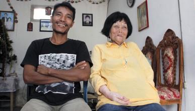 Индонезиец се ожени за 82-годишна жена