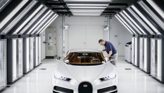 Bugatti вече продаде половината Chiron-и