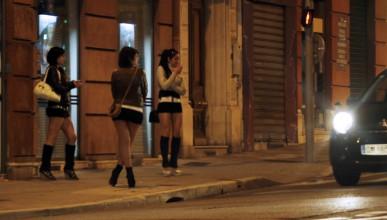 Мъж отиде на проститутка с дъщеря си