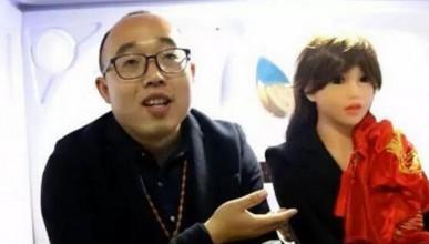 Китаец си направи секс робот и се ожени за него