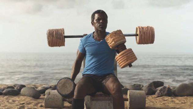 Мъжът, който си построи фитнес на плажа