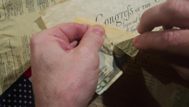 5-годишно дете скъса спестяванията на баща си