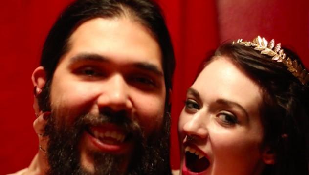 Двойка вярва, че са вампири