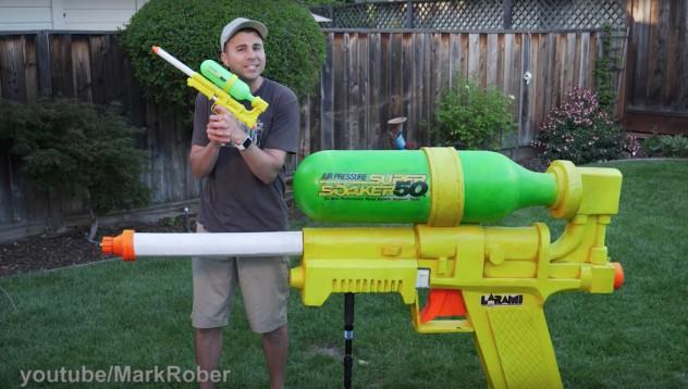 Един много мощен воден пистолет